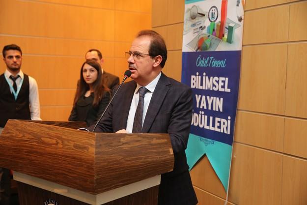 Bayburt Üniversitesi'nden 7 akademisyene ödül