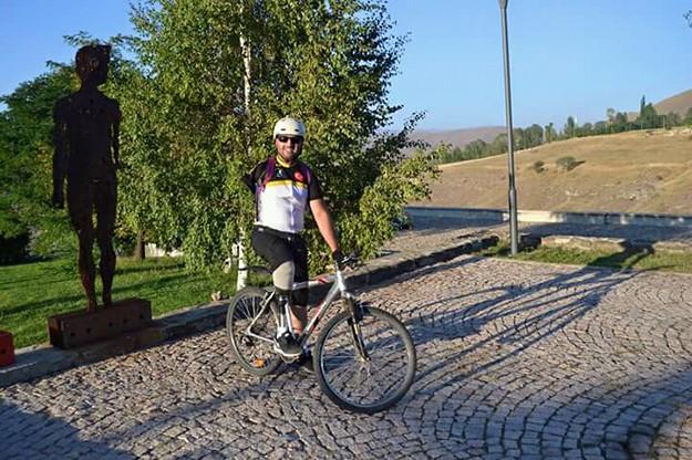 Hayati Yiğitoğlu bisikleti ile Baksı Müzesi'nde