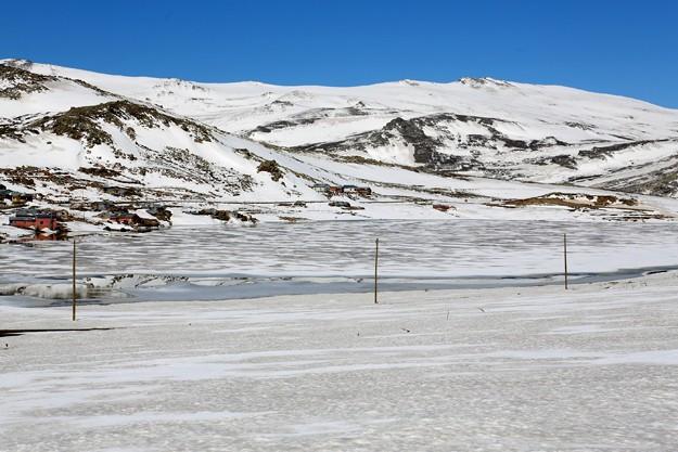 Bahar ayında buzla kaplı