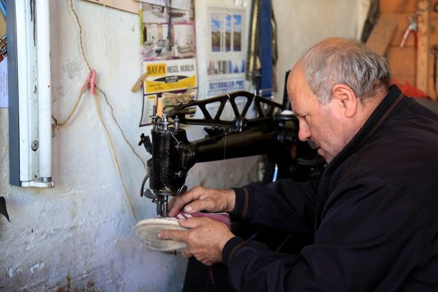 Yarım asırdır ayakkabı tamir ediyor