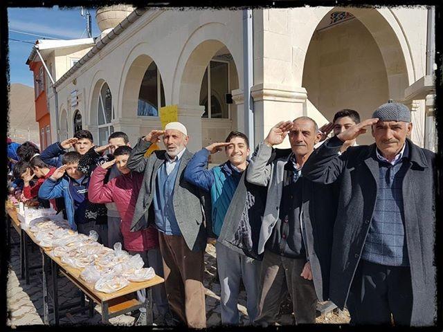 Beşpınar, Mehmetçiğinin yanında