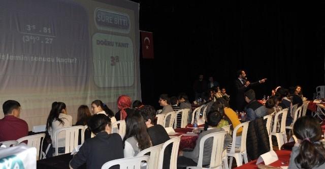 Bayburtlu gençler bilgi ile yarıştı