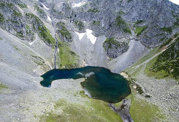 Zirvedeki Avusor Gölü