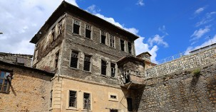 Koruma altındaki 2 bina restore ediliyor