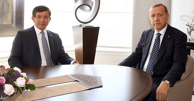 Başbakan Ahmet Davutoğlu yeni kabineyi açıkladı