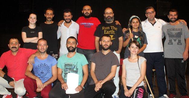 """Erzurum Devlet Tiyatroları """"Hülleci""""yle perde açacak"""