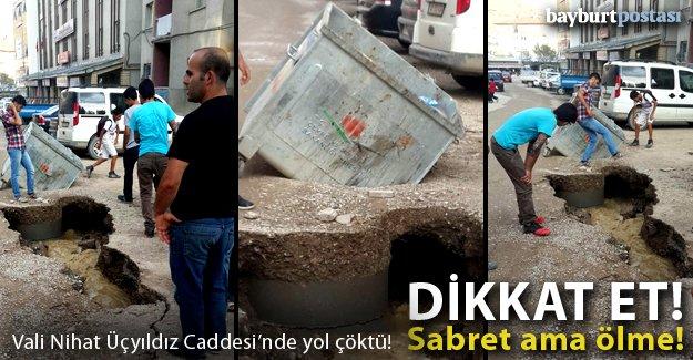 Vali Nihat Üçyıldız Caddesi'nde yol çöktü!