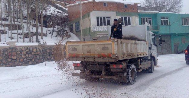 Belediyeden kar mesaisi