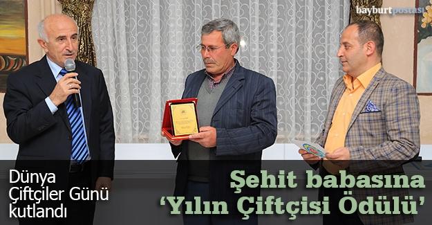 """Şehit babasına """"Yılın Çiftçisi Ödülü"""" verildi"""