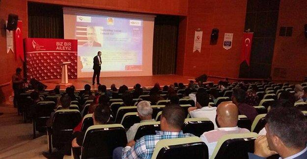 """Sosyolog Öz'den """"Bilinçli Aile Duyarlı Gençlik"""" konferansı"""