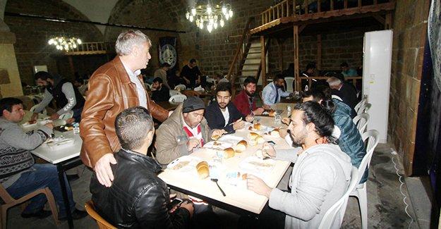 Başkan Memiş, Taşhan'da iftar açtı