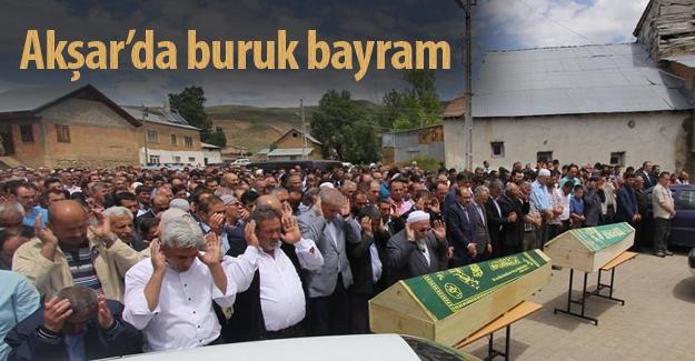 Akşar'da buruk bayram: Kardeşler toprağa verildi