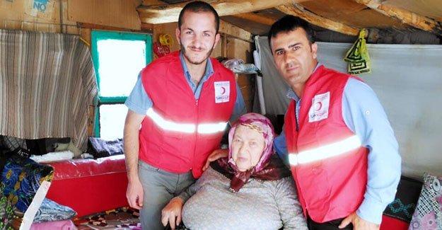Türk Kızılayı'ndan tekerlekli sandalye yardımı