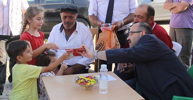 Ustaoğlu, köylerde talepleri dinliyor