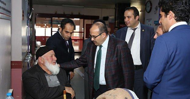 Ustaoğlu, sağlık kurumlarında incelemelerde bulundu