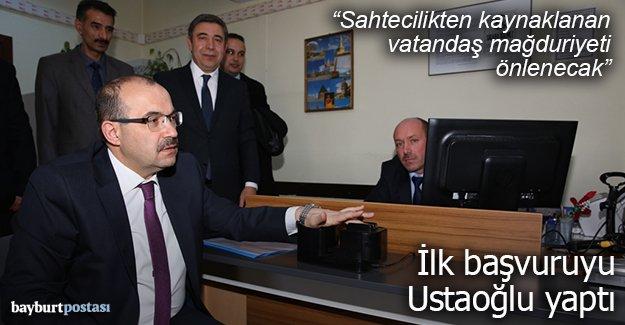 Vali Ustaoğlu, çipli kimlik kartı başvurusunu yaptı