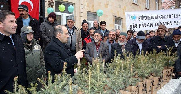 Orman Haftası'nda vatandaşlara fidan dağıtıldı