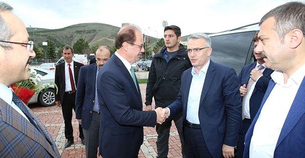 Bakan Ağbal'dan Rektör Coşkun'a ziyaret