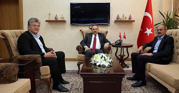 MHP'den Vali Ustaoğlu'na ziyaret