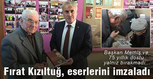 Üstad Fırat Kızıltuğ, eserlerini hemşehrileri için imzaladı