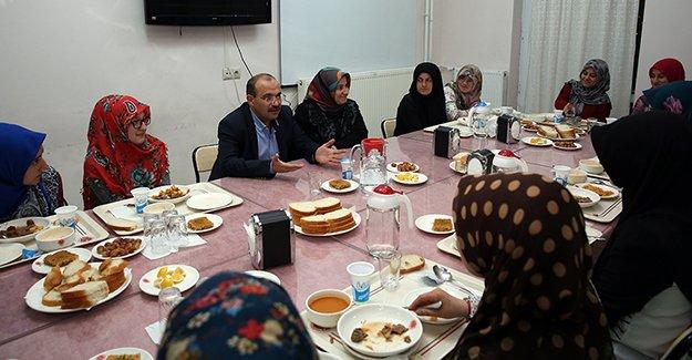 Ustaoğlu, imam-hatiplilerin iftar sofrasında