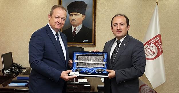 Trabzon Valisi Yavuz'dan Vali Pehlivan'a ziyaret