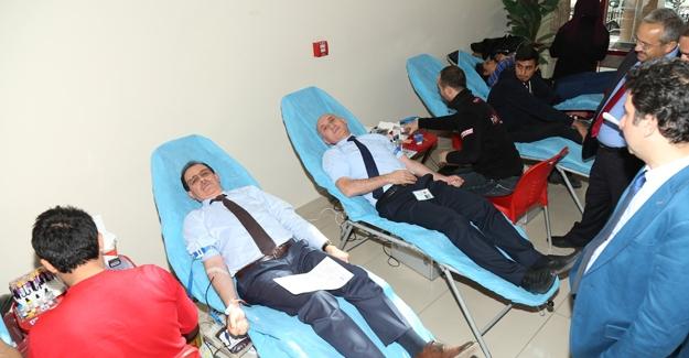 Bayburt Üniversitesi'nden kan bağışı