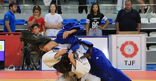 Judo müsabaklarına 14 ilden 150 sporcu katılıyor