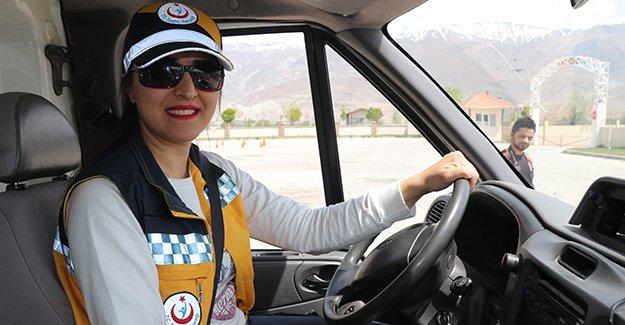 Ambulansların kadın sürücülerine sürüş teknikleri verildi