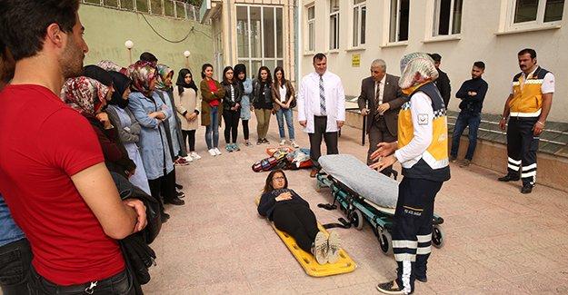 Öğrencilere uygulamalı eğitim ve seminer verildi