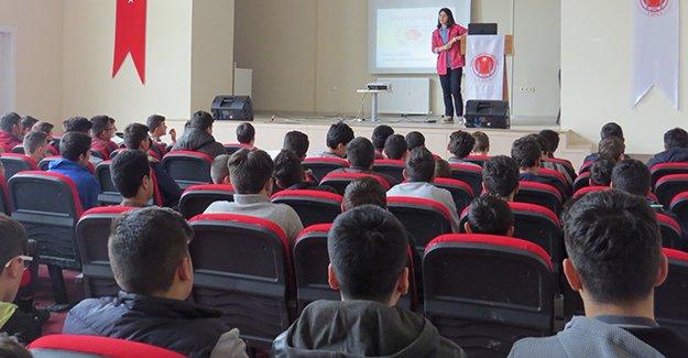 Bayburt'ta okullarda sağlık eğitimi veriliyor