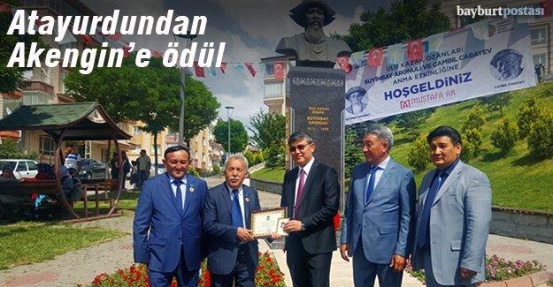 Kazakistan'dan Yahya Akengin'e ödül