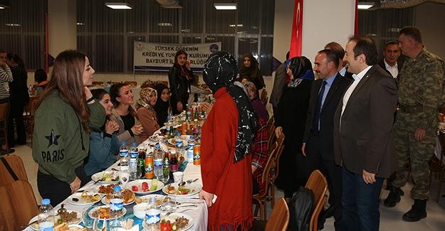 Pehlivan, öğrencilerle iftar yaptı
