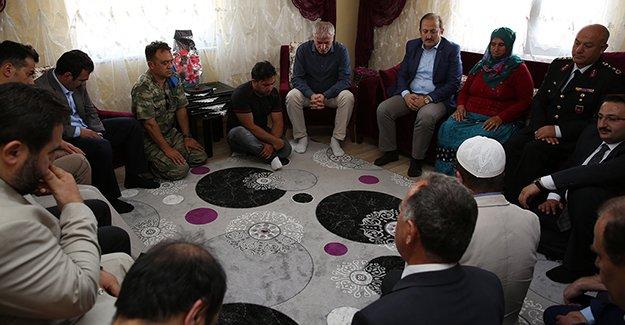 Şehit Karakaşoğlu'nun ailesine ziyaret