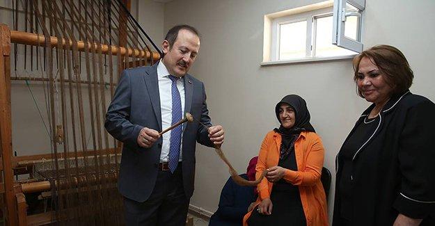Vali Pehlivan, Bayburtlu Kadınlar Derneği'ni ziyaret etti