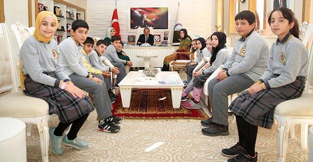 Öğrencilerden Rektör Coşkun'a ziyaret