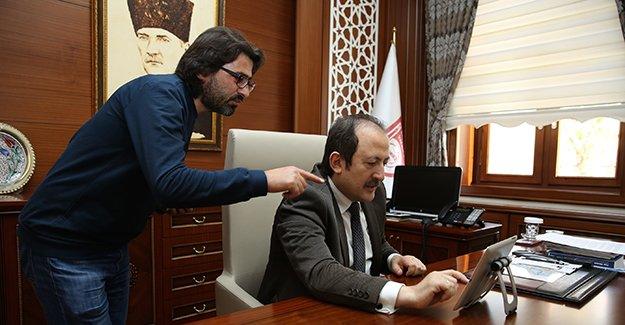 Vali Pehlivan, üç fotoğraf için oy kullandı