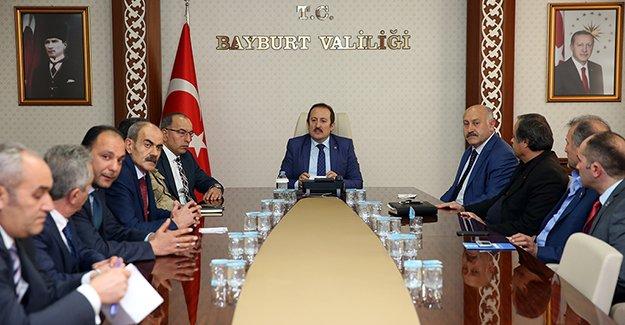 Pehlivan, siyasi parti il başkanlarıyla bir araya geldi