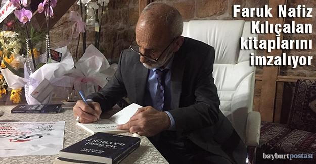 'Beşiroğlu', Taşhan'da kitaplarını imzalıyor