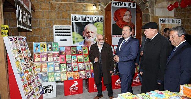 Tarihi Taşhan'ın kapıları kitap şenliği için aralandı