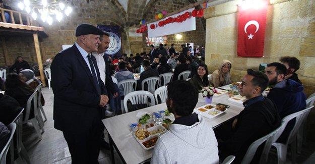 Başkan Pekmezci ilk iftarını Taşhan'da açtı