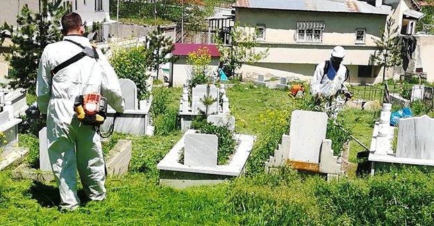 Bayburt Belediyesi mezarlıkları bakıma aldı