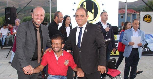 52 adet tekerlekli sandalya sahiplerine teslim edildi