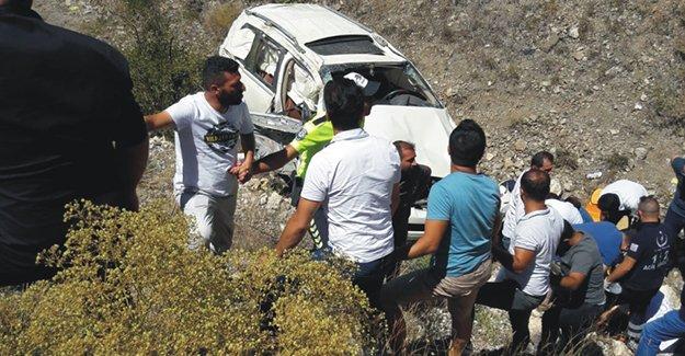 Bayburt'ta otomobil devrildi: 1 ölü, 6 yaralı