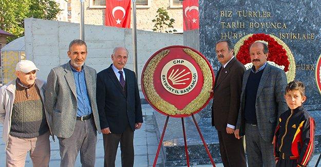 CHP, 96. Yıl anısına Atatürk Anıtına çelenk sundu