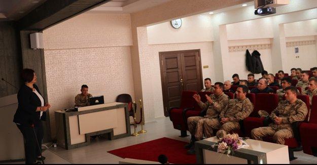 Doç. Dr. Şengün'den 'İnsan Hakları' konulu eğitim