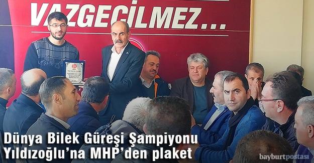 Dünya Şampiyonu Yıldızoğlu'na MHP'den plaket