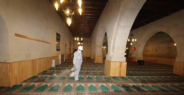 Bayburt'ta Camiler ilaçlanıyor