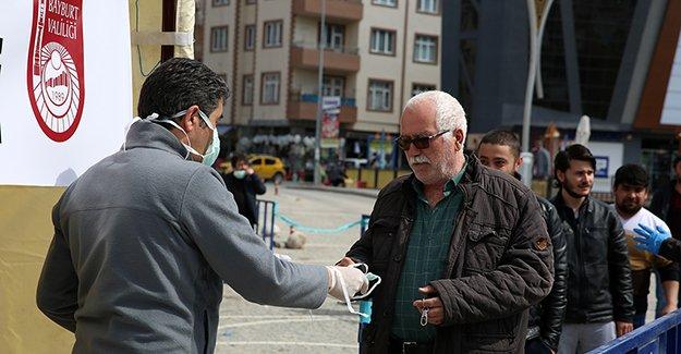 Bayburt'ta 2 Bin Adet Maske Dağıtıldı