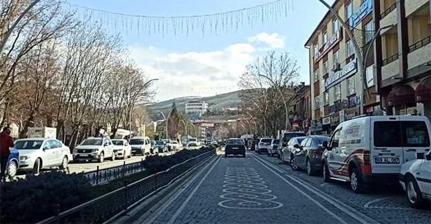 Cumhuriyet Caddesi'ne araç parkı yasak!
